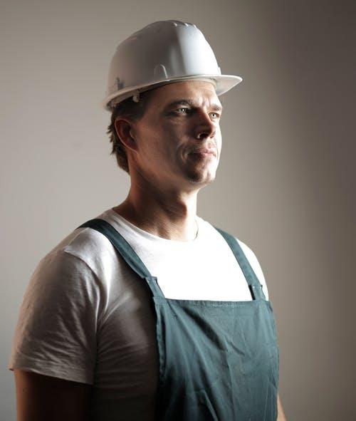 Pourquoi et comment choisir votre casque de chantier ?